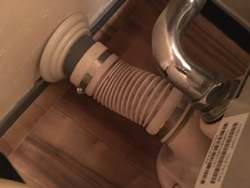 便器と床上排水管との接続部からの水漏れ