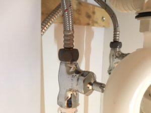 給水管と止水栓の接続部分のナットの緩み、パッキン劣化を確認しましょう