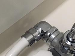 蛇口本体とシャワーエルボの取り付け部からの水漏れ