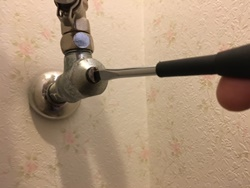 止水栓を閉めます