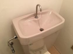 タンクのフタを取り付けて一度水を流し、水漏れの確認をして下さい