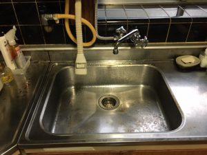 台所排水溝つまりは汚れが原因