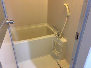 ユニットバスタイプのお風呂で給水管水漏れを発見するには