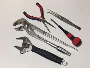工具と部品を用意します