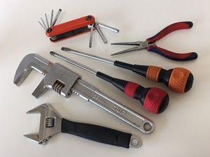 修理に必要な工具を用意する