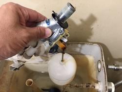 トイレタンクからの水漏れ