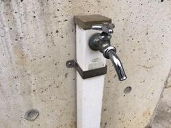 屋外での水漏れの場合