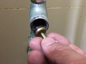 止水栓を閉めても水が止まらない場合