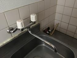 偏心管と壁との間からの水漏れ(壁付蛇口の場合)